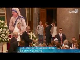 La venerazione delle reliquie di Madre Teresa nella Basilica di San Giovanni in Laterano