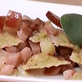 Ravioli con cicerchia e mela annurca