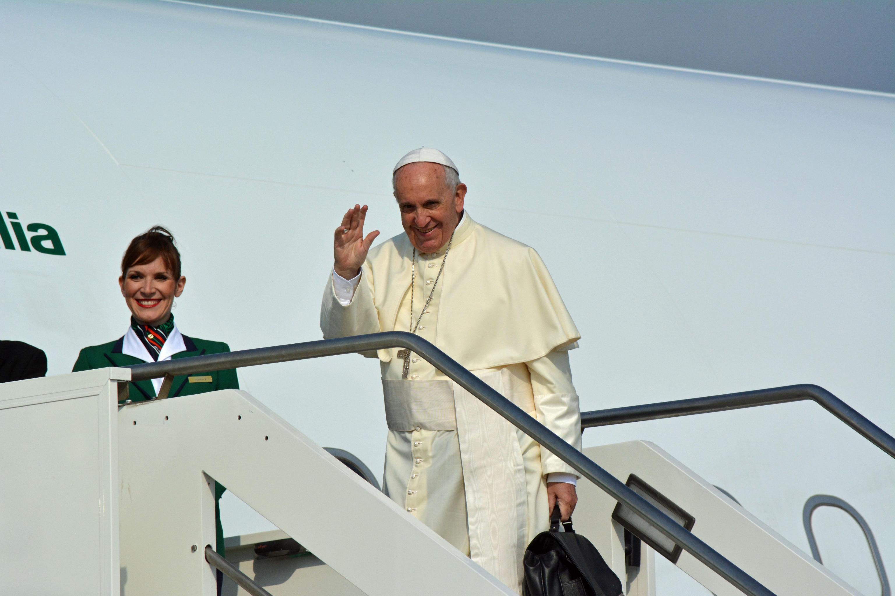 Papa in Puglia da don Tonino Bello: diretta su Tv2000