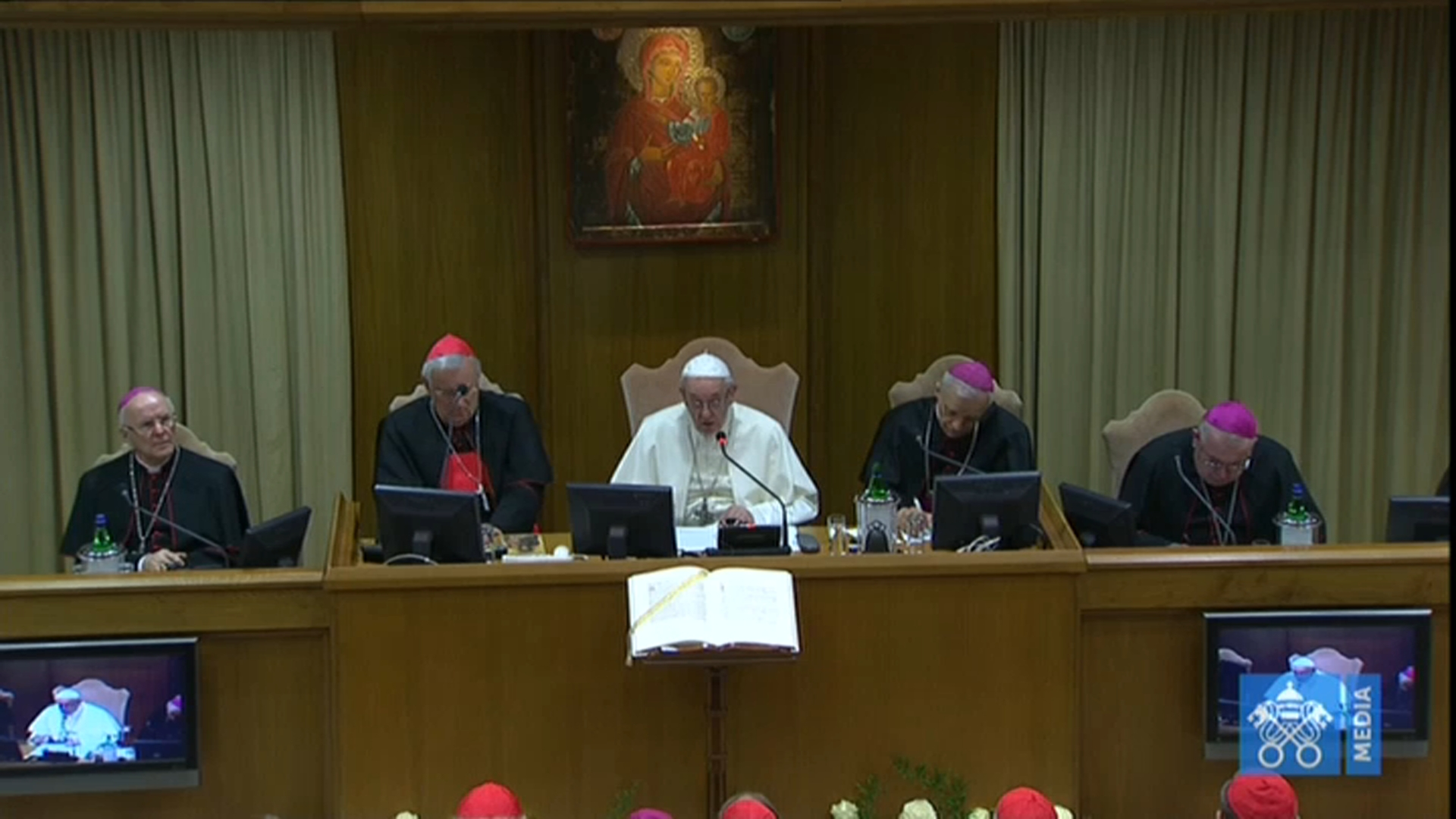 Papa ai vescovi italiani: andare avanti nella trasparenza e negli accorpamenti delle diocesi