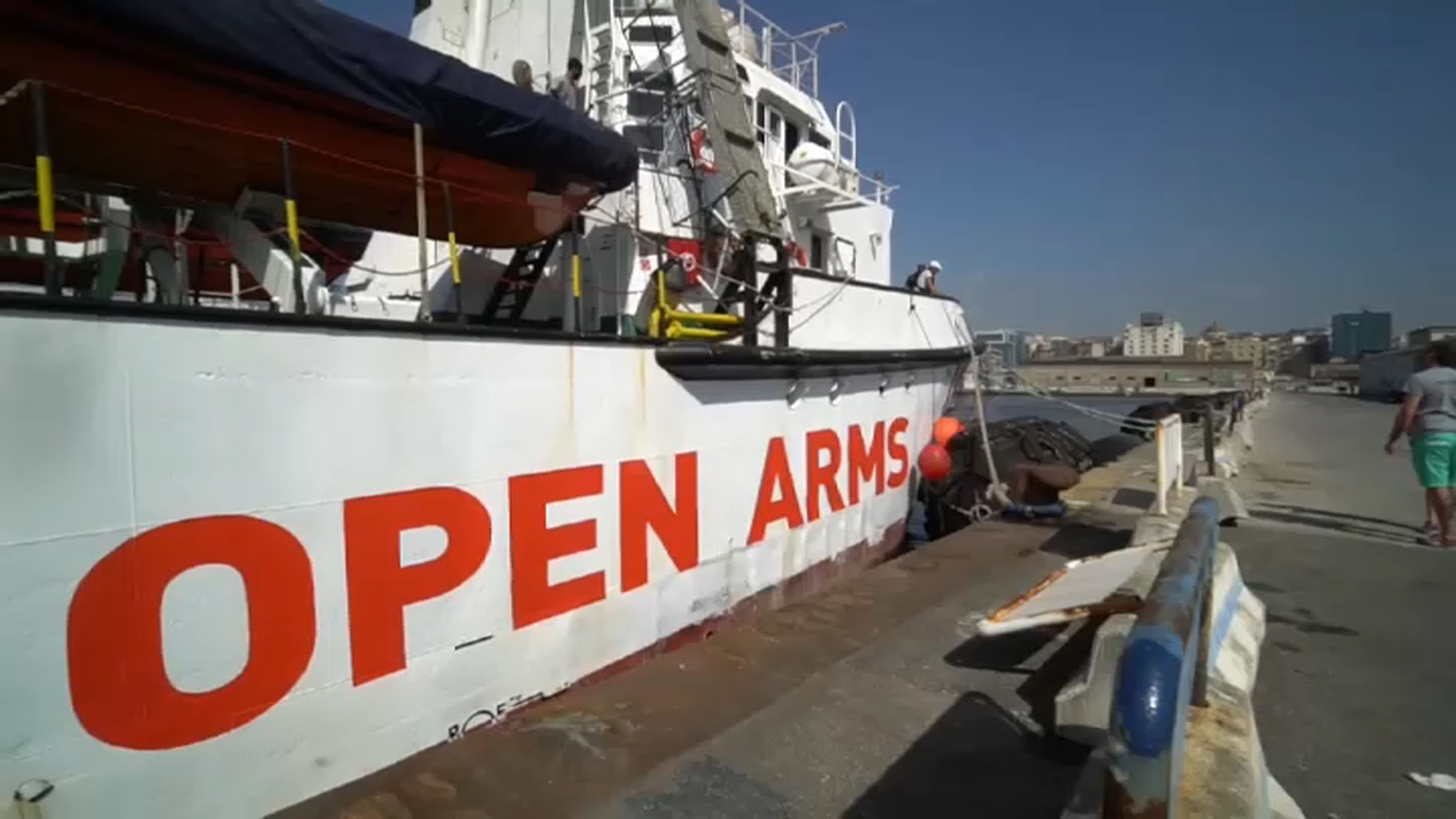 Migranti, la nave Open Arms da sei giorni nel Mediterraneo