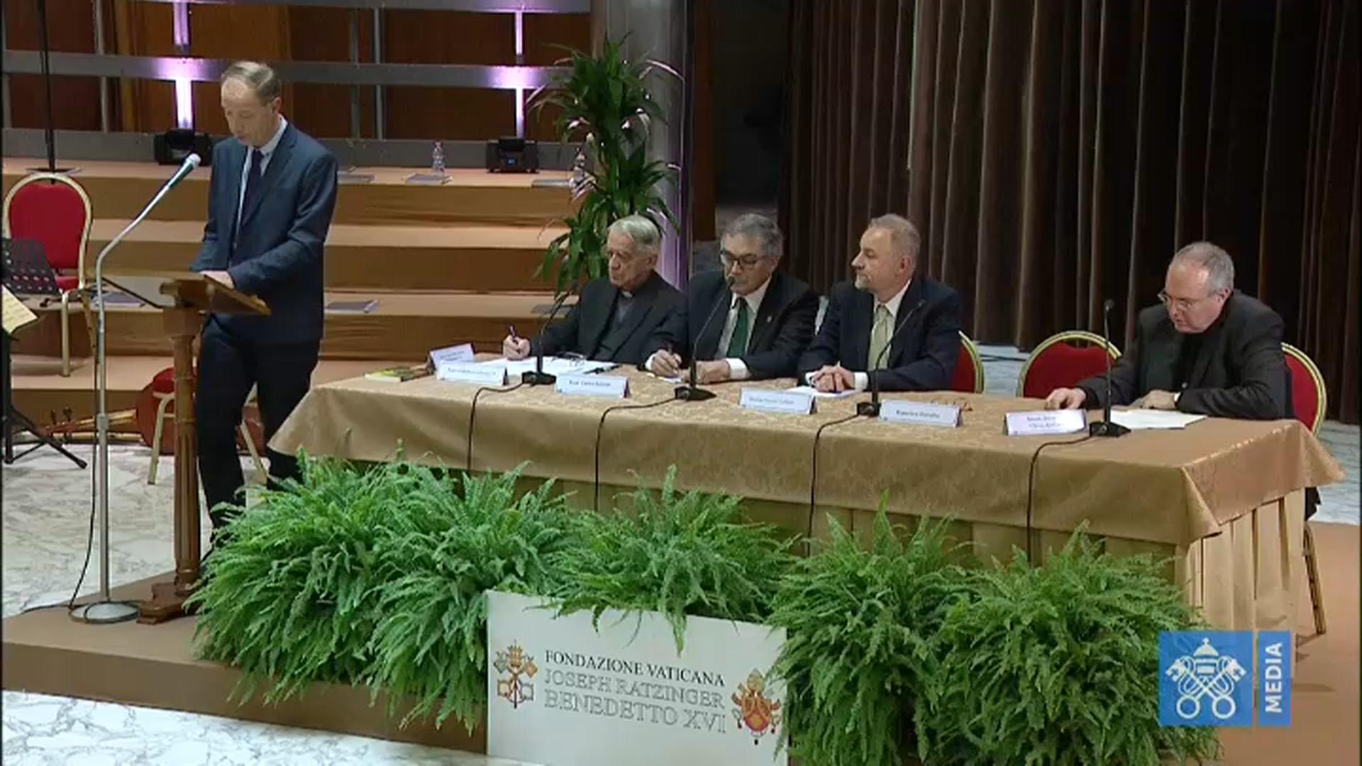 Ecclesia - Al Sinodo iniziano i lavori in plenaria. E un gruppo di padri Sinodali rinnova il Patto delle Catacombe del 1965