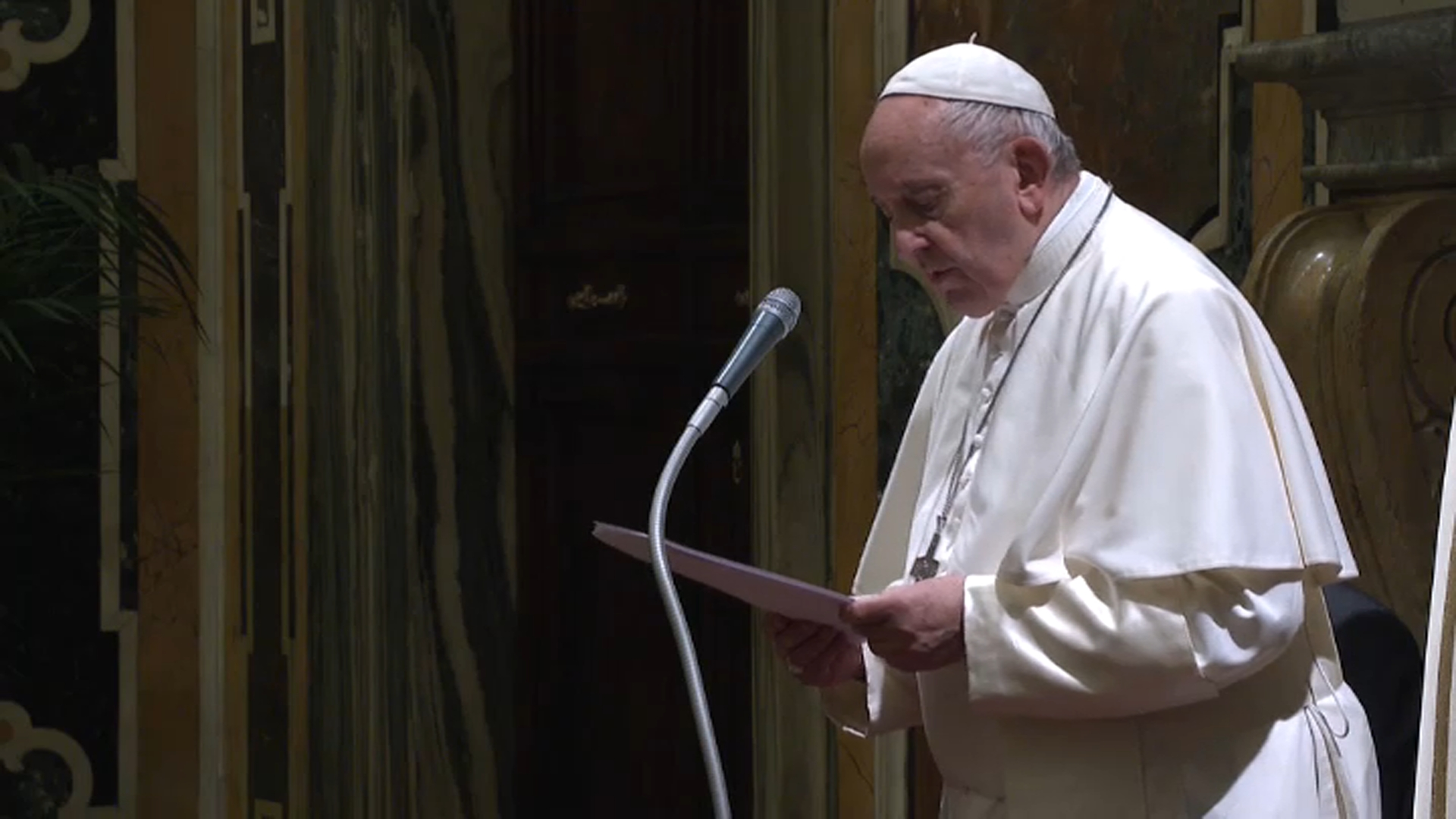 """Mediterraneo frontiera di Pace"", Papa Francesco celebra messa finale"