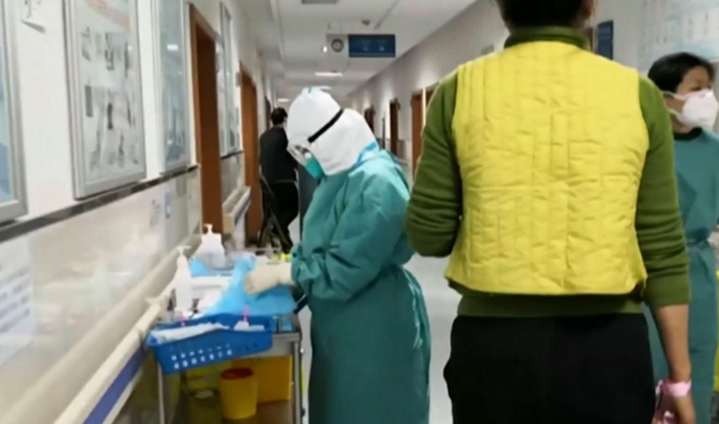 Coronavirus, oltre mille i morti in Cina. 18 mesi per ottenere il vaccino, dice l'Oms