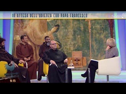 I frati in cammino con le reliquie di San Francesco